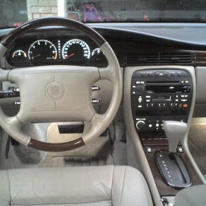 Woodgrain steering wheel (2002 Eldorado dark wood). Notice the In-Dash CD BOSE THEFTLOCK enabled HU. That was an option available on the late model ye