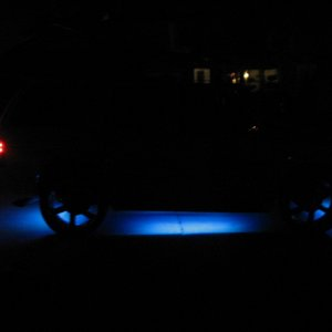 ESCALADE WITH UNDERGLOWS ON