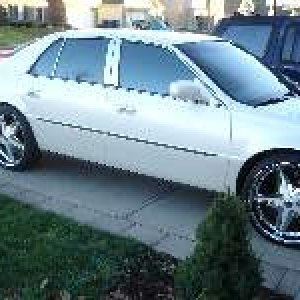 My 2001 Deville diamond white, 22'' Ice wheels painted to match, Mesh E&G grille. Biggest mistake on this car was running a 22x9.5 rim....